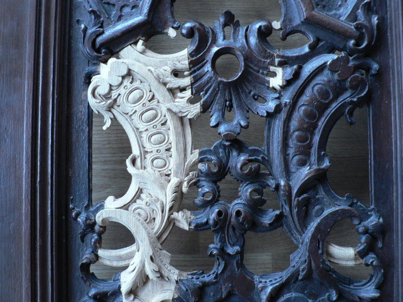 Restitution d'éléments sculptés sur porte confessional (Paris 1 Arr )